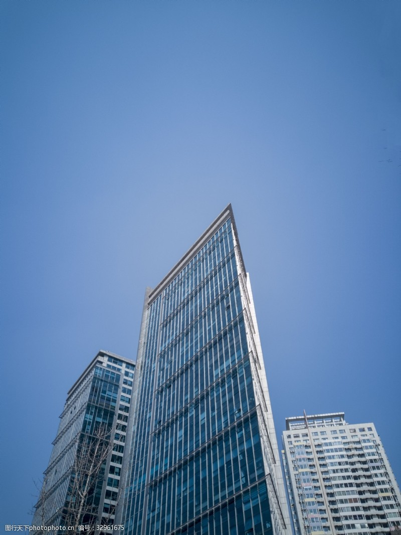城市異形三角形寫字樓高清圖片