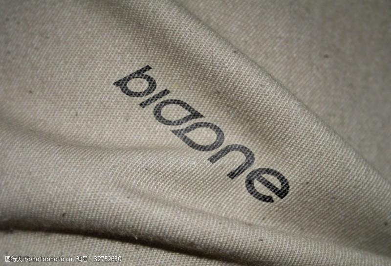 布紋上的標志樣機psd分層素材
