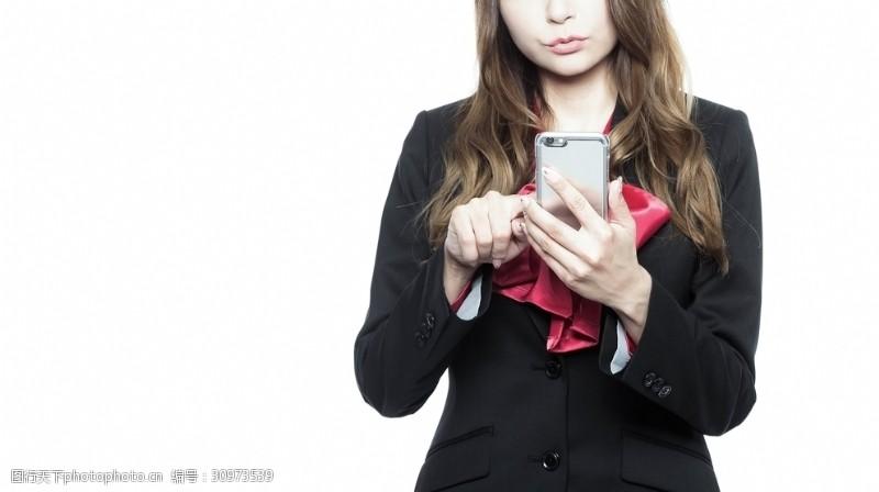 商务美女按手机