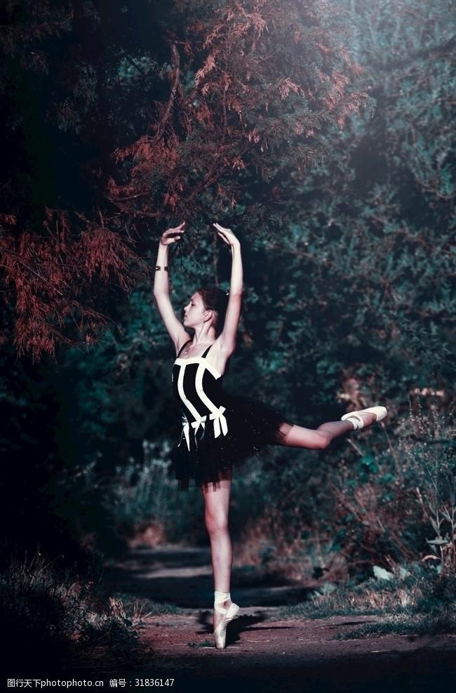 青春美女芭蕾舞