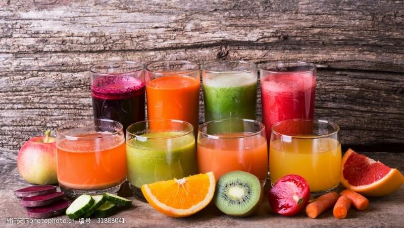 各种各样的蔬菜水果汁