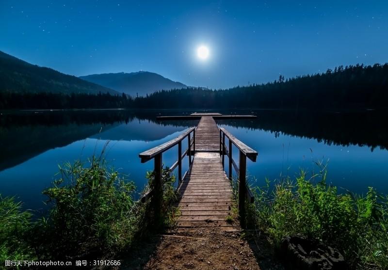 木头桥黄昏的码头