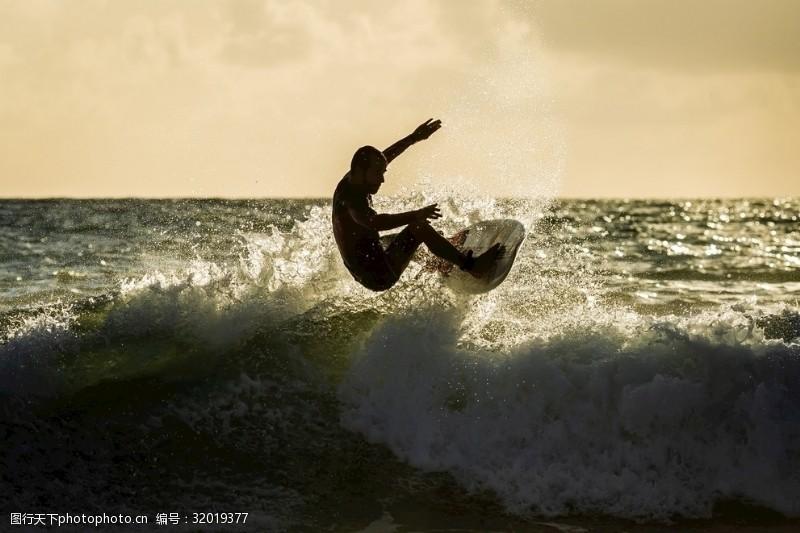 冲浪者海上冲浪