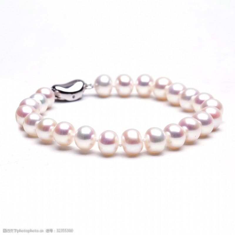 时尚韩式乳白色银白珍珠手链摄影图3