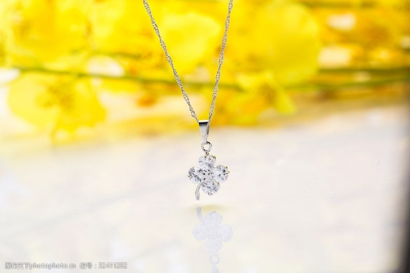 银白时尚韩式项链摄影图2
