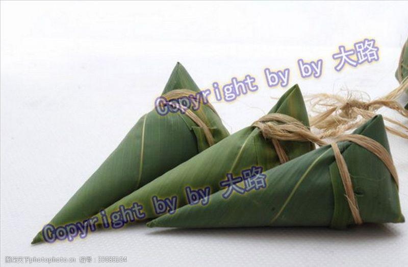 汨罗江一串端午粽子